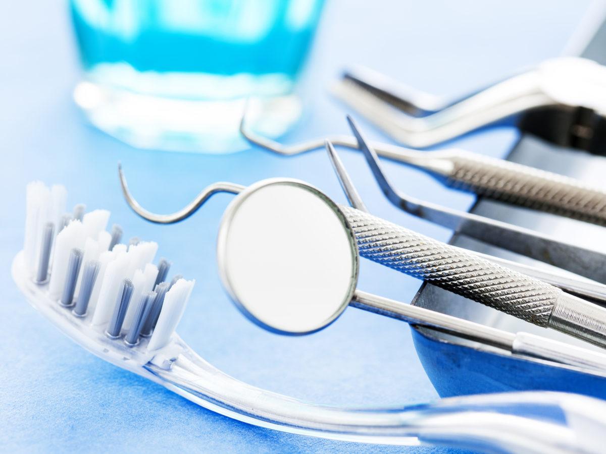 Dlaczego warto wybrać implanty?