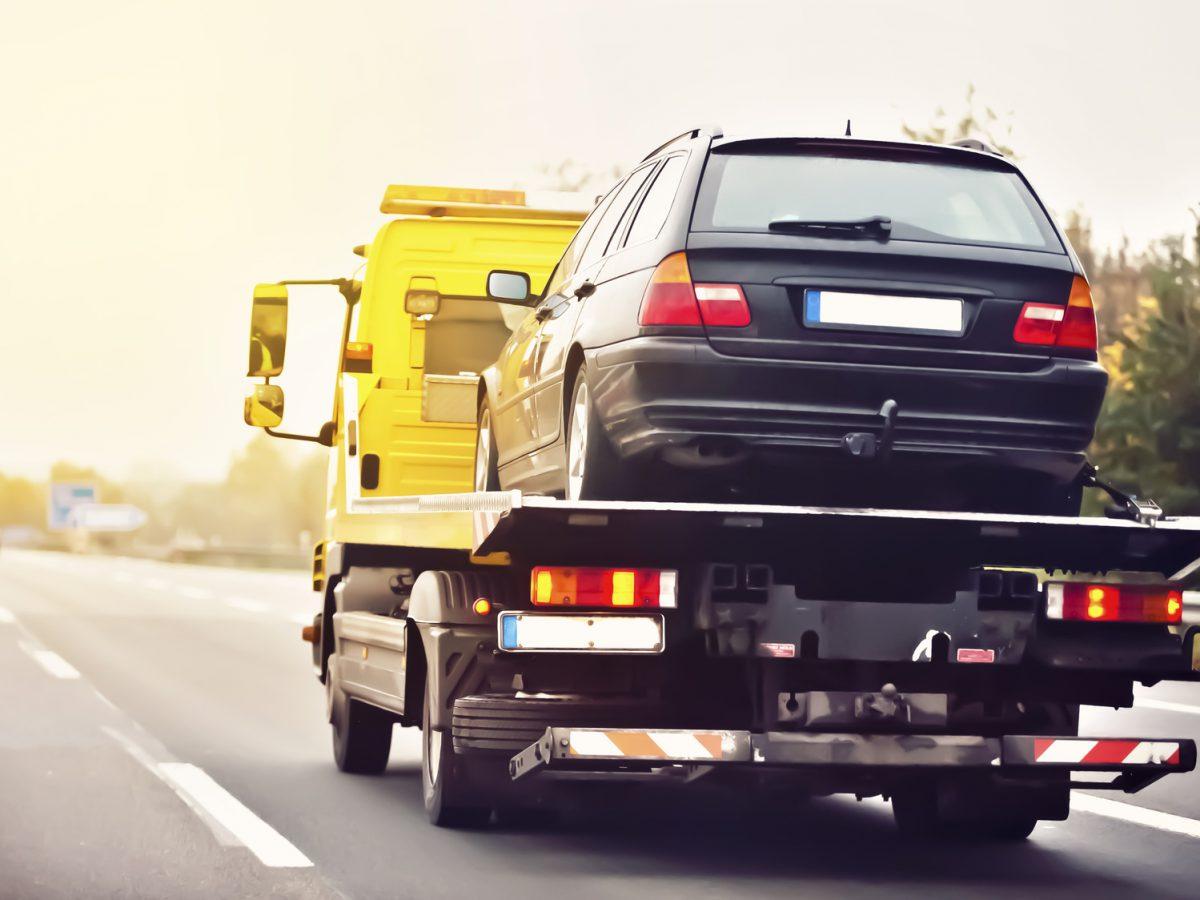 Co należy wiedzieć, aby bezpiecznie przewieźć samochód na autolawecie?