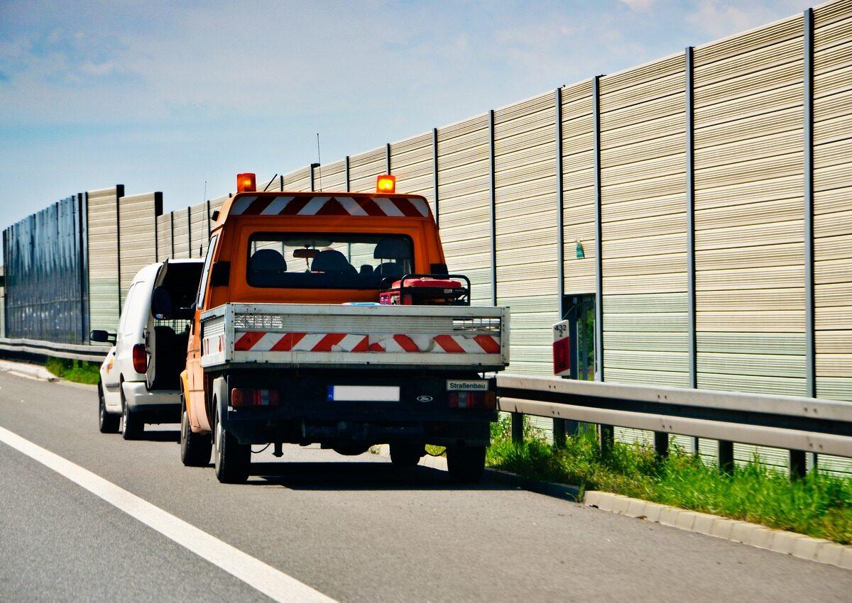 Ile bierze pomoc drogowa